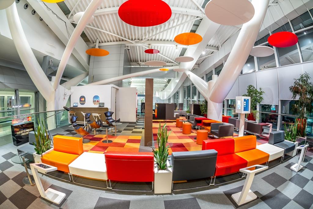 Castiga 2 invitatii in Business Lounge-ul MasterCard din ...